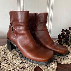 Eddie Bauer • Vintage Ankle Boots